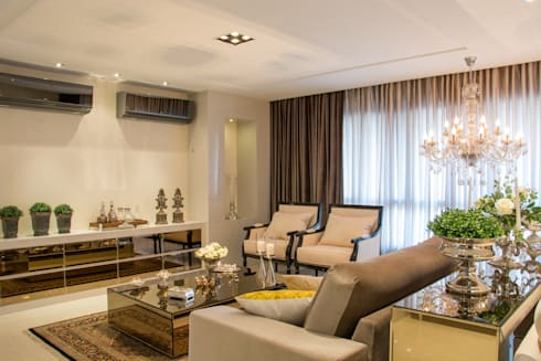 Living classico: Salas de estar clássicas por Michele Moncks Arquitetura