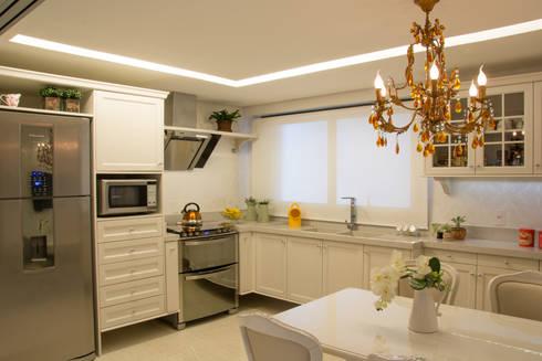 cozinha classica: Cozinhas clássicas por Michele Moncks Arquitetura
