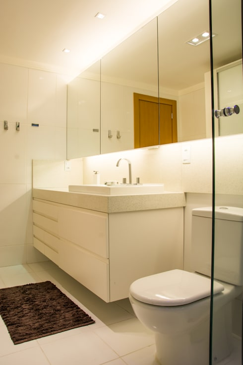 branco absoluto: Banheiros modernos por Michele Moncks Arquitetura