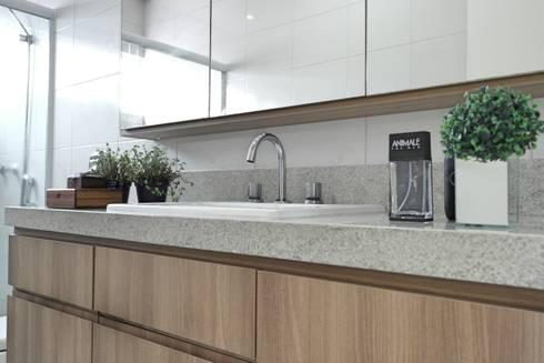 Residência A&R: Banheiros modernos por Amanda Carvalho - arquitetura e interiores