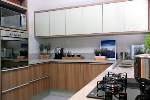 Residência A&R: Cozinhas modernas por Amanda Carvalho - arquitetura e interiores