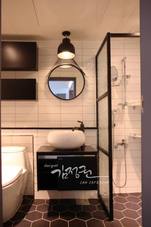 한빛 아파트: 김정권디자이너의  욕실