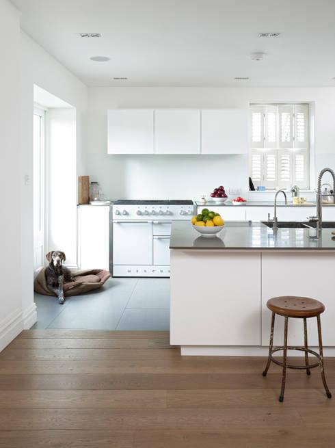 The Fosse:  Kitchen by Designscape Architects Ltd