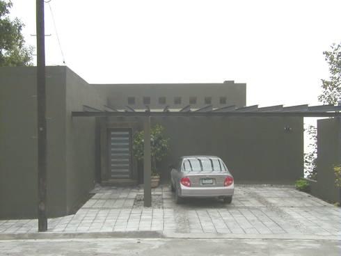 Casa Gamez: Casas de estilo moderno por Moya-Arquitectos