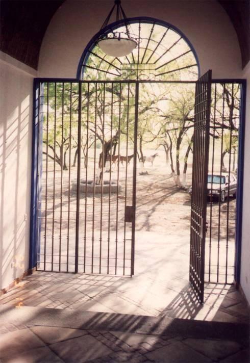 Las Palomas: Casas de estilo moderno por Moya-Arquitectos