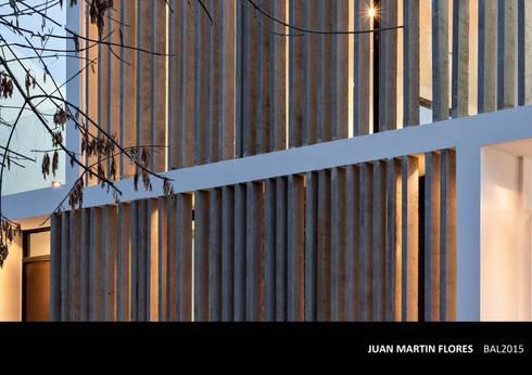 Fachadas realizadas por el Estudio: Casas de estilo moderno por SMF Arquitectos  /  Enrique Speroni, Gabriel Martinez, Juan Martín Flores