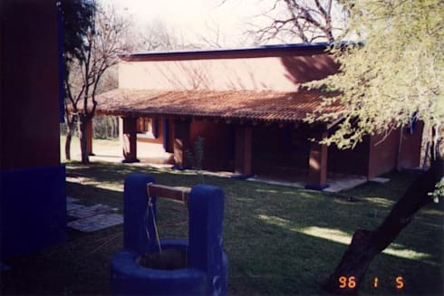 Las Palomas: Albercas de estilo moderno por Moya-Arquitectos