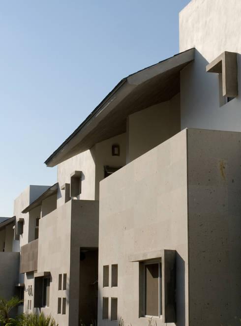 Conjunto las Callejas: Casas de estilo moderno por Moya-Arquitectos