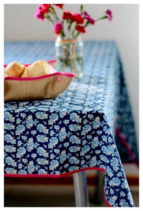 Manteles que alegran y dan estilo a nuestras comidas: Hogar de estilo  por Las Candelarias