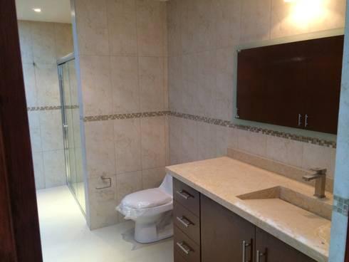 Baño Completo: Baños de estilo  por Ambás Arquitectos