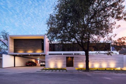 Fachada Norte: Casas de estilo moderno por WRKSHP arquitectura/urbanismo