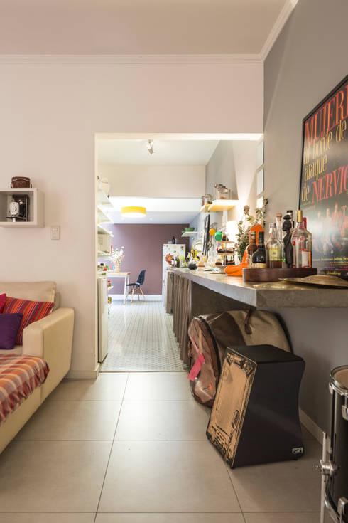 Sala de Estar - Cozinha:   por PULSOARQUITETURA
