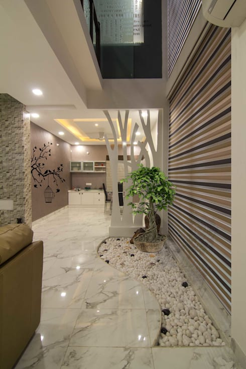 entrance foyer:  Corridor & hallway by KREATIVE HOUSE