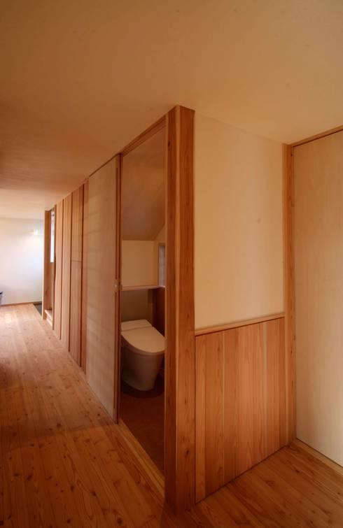 まかないや(賄家): 大林勇設計事務所が手掛けた洗面所&風呂&トイレです。