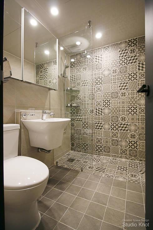p - house: 스튜디오 노트의  욕실