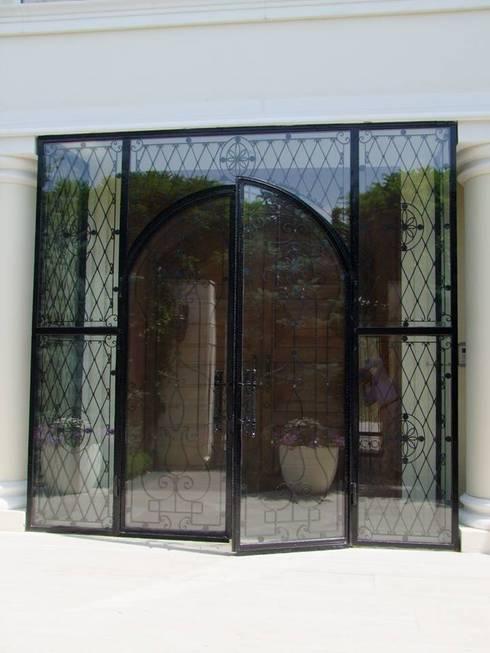 Finestre & Porte in stile in stile Moderno di Klasik Ferforje