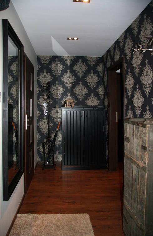 Wnętrza domu jednorodzinnego : styl , w kategorii Korytarz, przedpokój zaprojektowany przez ER DESIGN