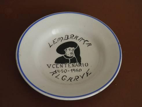 Prato comemorativo Infante  D. Henrique: Arte  por Downton Cascais Antiques
