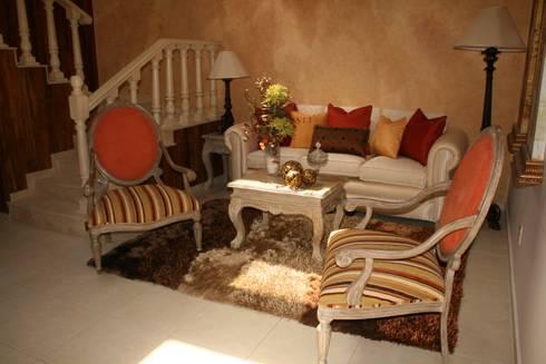 Casa Habitación: Comedores de estilo moderno por Paola Hernandez Studio Comfort Design