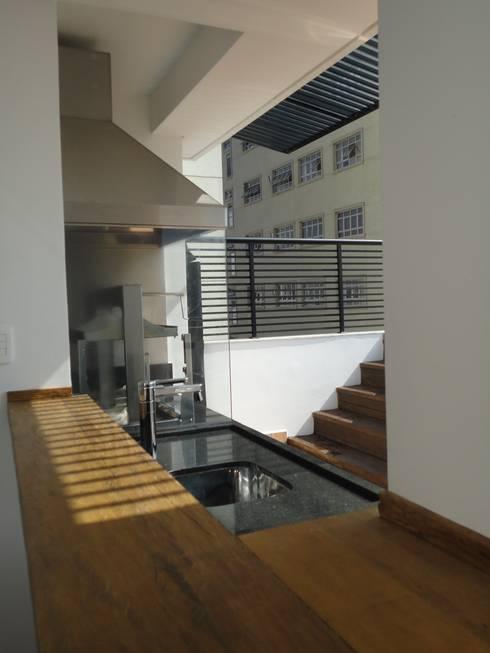 Cobertura Vila Nova Conceição/ SP -  Brasil: Terraços  por FernandesMelo Arquitetura e Engenharia