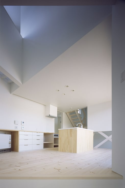 Sala da pranzo in stile  di 関建築設計室 / SEKI ARCHITECTURE & DESIGN ROOM