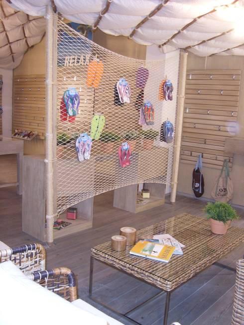 Cabaña: Casas de estilo moderno por Paola Hernandez Studio Comfort Design