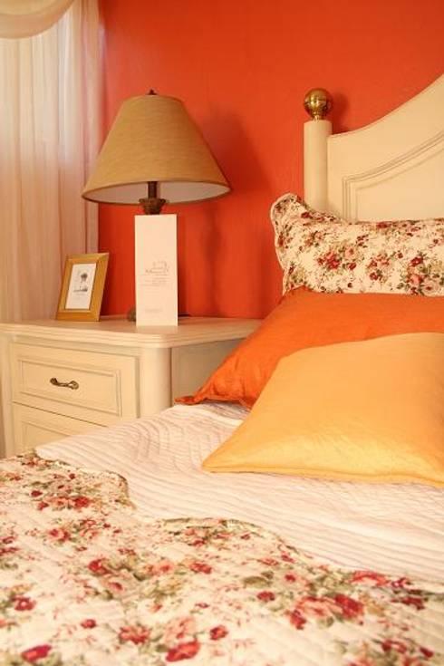 Habitaciones : Recámaras de estilo moderno por Paola Hernandez Studio Comfort Design