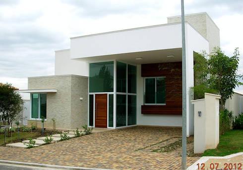 Condominio Alphaville Dom Pedro, Campinas: Casas modernas por Vieitez Bernils Arquitetos Ltda.