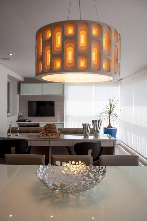 Apto bairro Saúde - SP: Salas de jantar modernas por Haus Brasil Arquitetura e Interiores