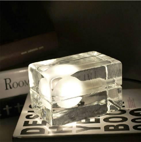 Candeeiro de mesa bloco de vidro: Sala de estar  por 4 home store