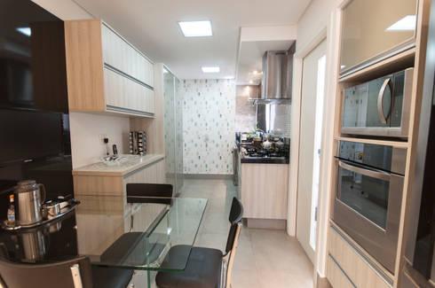 Apto bairro Saúde - SP: Cozinhas modernas por Haus Brasil Arquitetura e Interiores