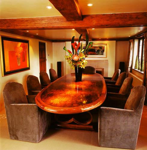 Sala da pranzo in stile in stile Moderno di Tim Wood Limited