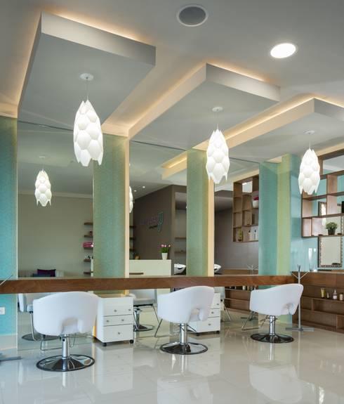 Catalina Beauty Parlor: Oficinas y tiendas de estilo  por LGZ Taller de arquitectura