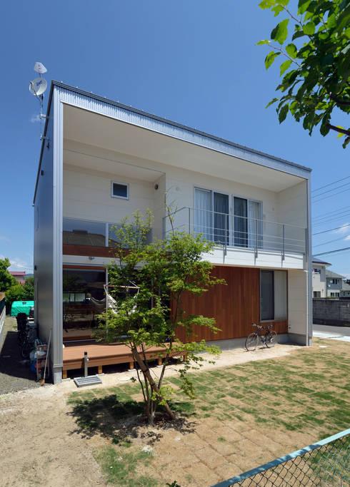 Projekty, nowoczesne Domy zaprojektowane przez 株式会社ブレッツァ・アーキテクツ