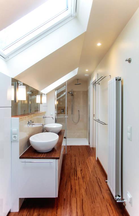 bad im dachgeschoss von ks raumgestaltung homify. Black Bedroom Furniture Sets. Home Design Ideas