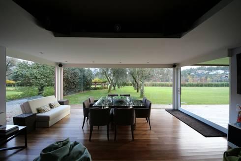 Casa de Campo em Barcelos: Salas de jantar ecléticas por 3H _ Hugo Igrejas Arquitectos, Lda
