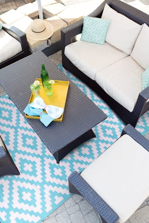 Aqua Sky outdoor rug made from recycled plastic:  Garden  by Green Decore