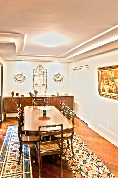 Salas: Salas de jantar modernas por Cristina Reyes Design de Interiores