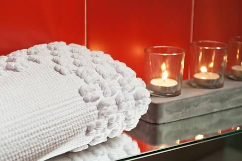 """Tapete """"Puxados"""": Casas de banho modernas por Letheshome"""
