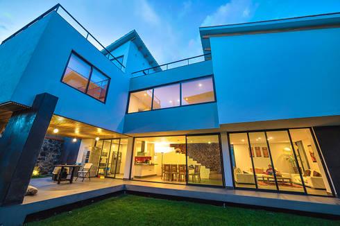 FACHADA SUR:  de estilo  por gOO Arquitectos