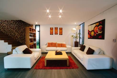 CASA LOS ENCINOS:  de estilo  por gOO Arquitectos