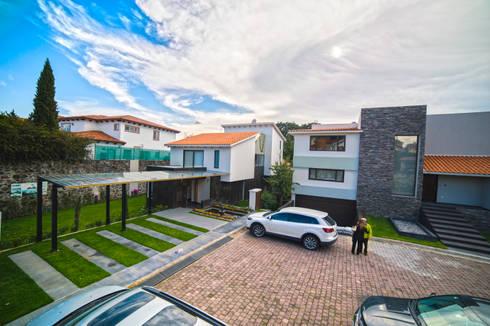 FACHADA NORTE:  de estilo  por gOO Arquitectos