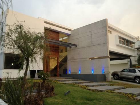 Casa UP + Fachada Exterior: Casas de estilo minimalista por Artico Design & Builders