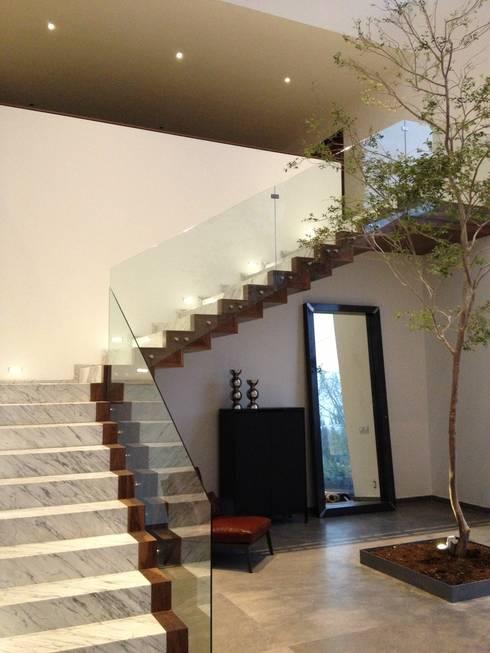Casa UP + Vestibulo Ingreso: Casas de estilo minimalista por Artico Design & Builders