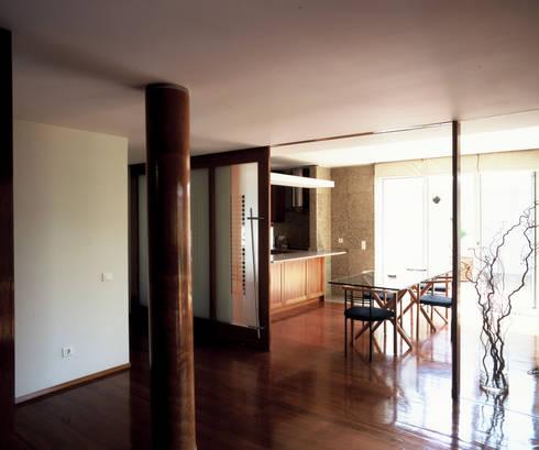 Casa Olimpio: Salas de jantar modernas por Arqtª Manuela Soutinho