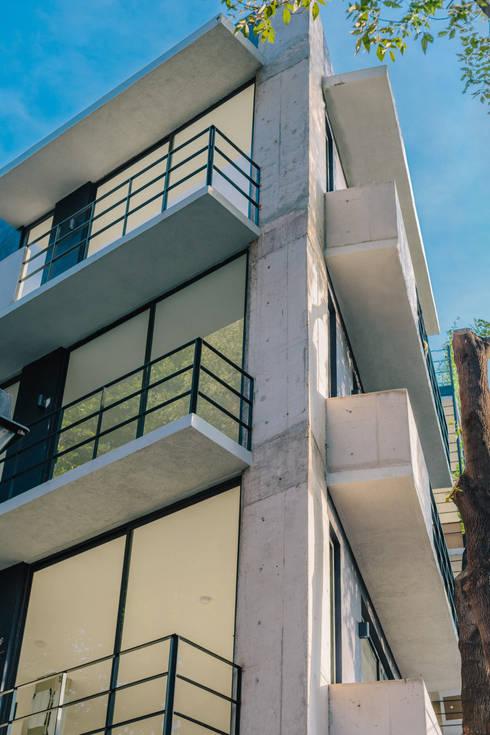 EDIFICIO CHICHEN-ITZA:  de estilo  por gOO Arquitectos