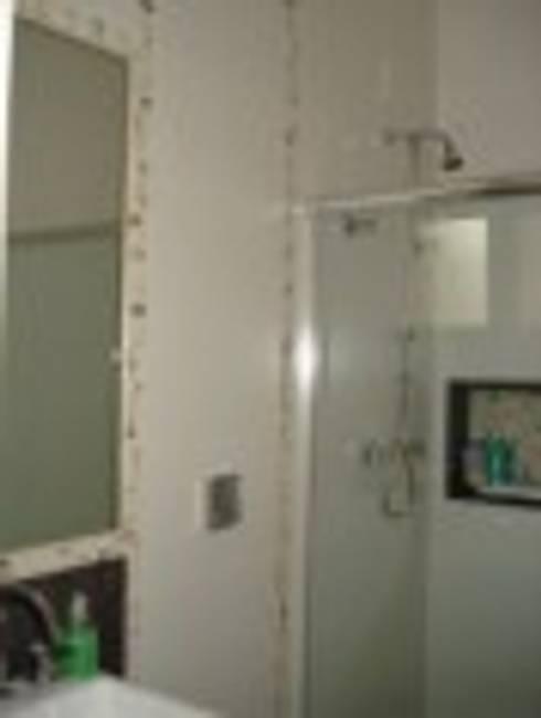Banheiro social : Banheiros modernos por Rodrigues&Coutinho Projetos, Engenharia e Decoração