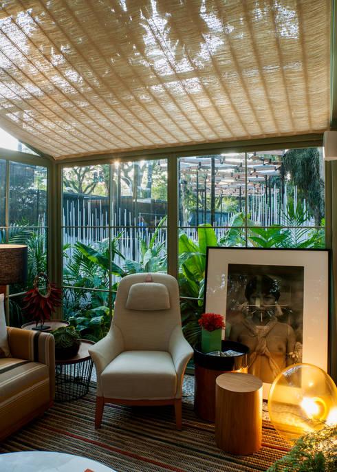 Salas / recibidores de estilo  por Marina Linhares Decoração de Interiores