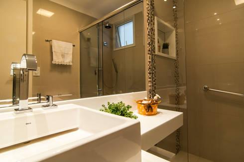 Banho da Suíte: Banheiros modernos por LC ARQUITETURA
