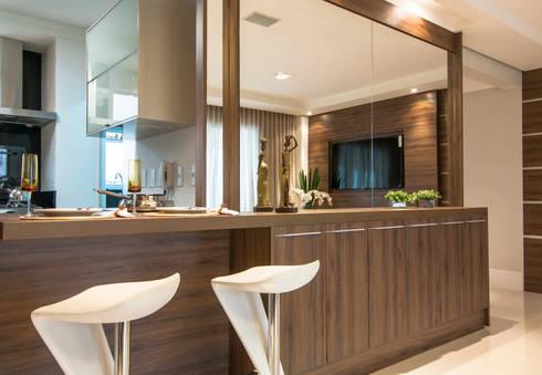 Sala: Salas de estar modernas por LC ARQUITETURA